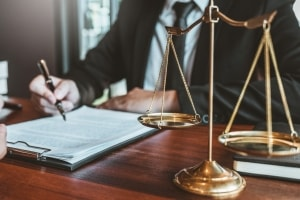 Why You Want to Hire a Lawyer to Write and Review Business Contracts